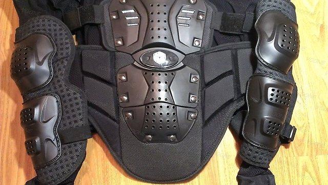 Bảo hộ mô tô scoyco AM02